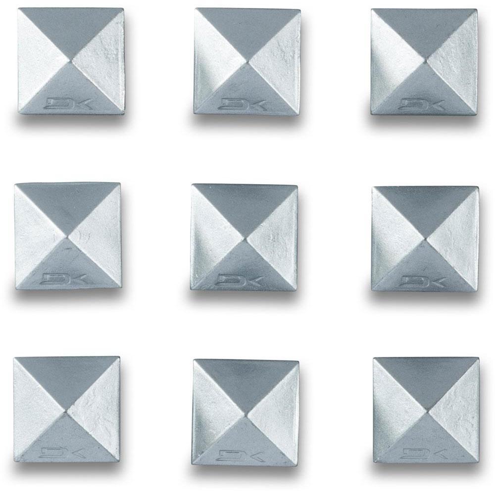 reinigung-und-pflege-dakine-pyramid-studs